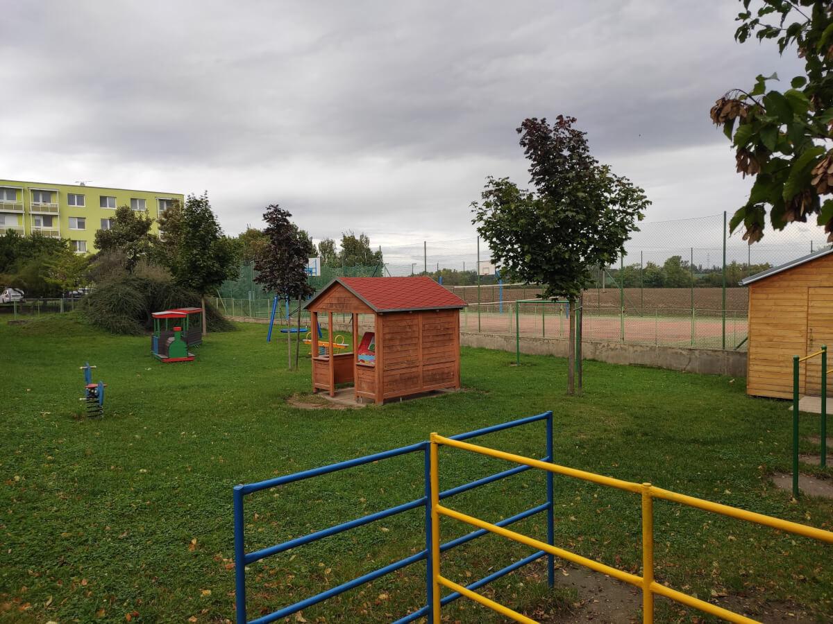 MŠ Sídliště - zahrada s hracími prvky